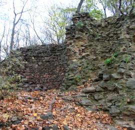 Zřícenina hradu Kraví Hora